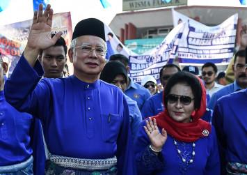 Handbag and jewellery haul puts Rosmah Mansor in spotlight
