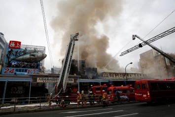 Firefighters battle blaze at Tokyo's Tsukiji fish market