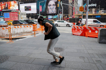 Bees besiege New York's Times Square street, drawing swarm of tourists