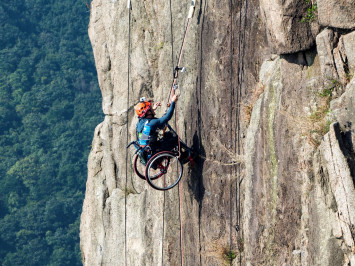 Wheelchair-bound athlete honoured for climbing up mountain