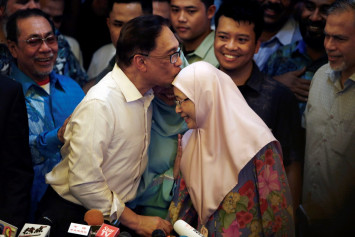 Wan Azizah refused King's offer to be PM, says Anwar