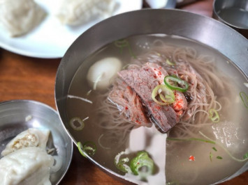 Queues in S Korea for 'Pyongyang Naengmyeon' lunch, thanks to Kim