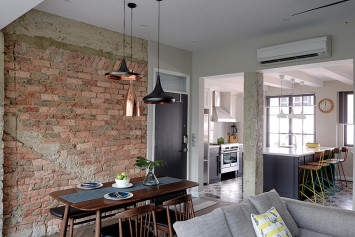 $90,000 renovation turns 3-room apartment into New York-style loft