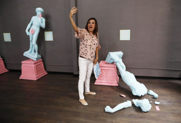 Los Angeles museum celebrates the art of the selfie
