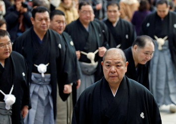 Japan sumo chief apologises after female medics asked to leave ring