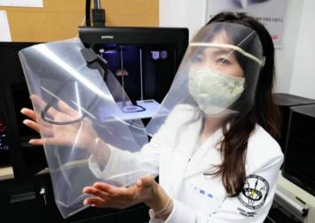 Osaka University creates face shield using clear file and 3D printer