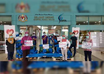 Malaysian Queen donates 100 beds to Sungai Buloh Hospital, 50 to Kuala Lumpur Hospital