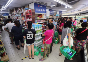 No need to rush to supermarkets, FairPrice stores to open 'come what may': CEO Seah Kian Peng