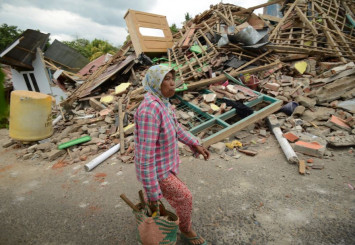Strong 5.9-magnitude aftershock rattles survivors of deadly Lombok quake