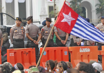 Emboldened Papuan students demand referendum, raise Morning Star flags before Indonesian state palace