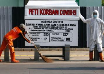 Indonesia displays dummy coffin as coronavirus warning