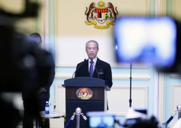 Malaysia PM defies calls to quit, wants confidence vote next month