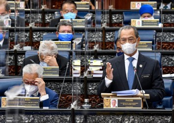 Malaysia's political crisis: PM Muhyiddin Yassin postpones parliament sitting amid showdown with king