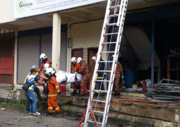 Fire from multiple explosions in Ipoh kills 6