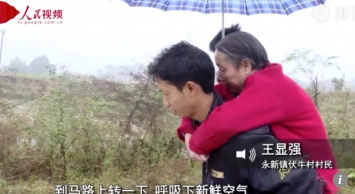 Chinese man who carried paralysed mom for 15 years finds work, helped by villagers