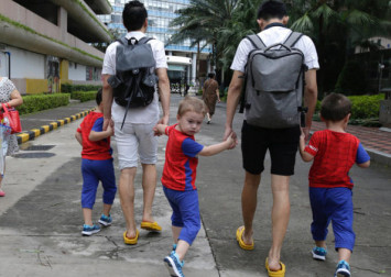 LGBT parents challenge stereotypes in China