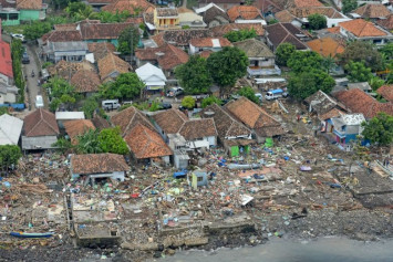 Indonesia trims tsunami death toll to 426, number of people displaced nearly doubles to 40,000