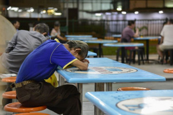 Survey finds 4 in 10 Singaporeans not getting enough sleep, but those above 55 sleep better
