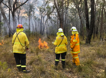 Australian firefighters spend Christmas Day containing blazes; temperatures to soar