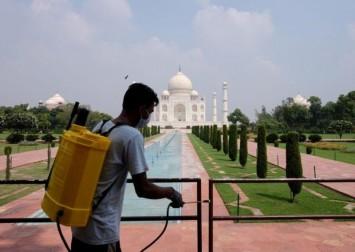 Thousands flock to India's Taj Mahal despite coronavirus fears
