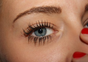 Which eyebrow product should you use for the brows you want?