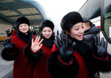 North Korean Olympic cheerleaders spark fashion envy