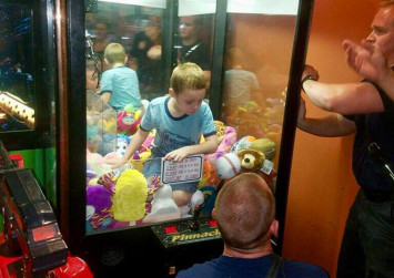 US firefighters rescue boy trapped in claw machine