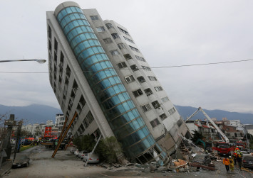 At least 4 killed, 60 missing after quake rocks Taiwan tourist area