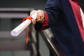 Fresh graduate jobs in Singapore: How to write your resume & other tips