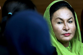 I carried 2 bags of cash into Rosmah's house, witness tells court