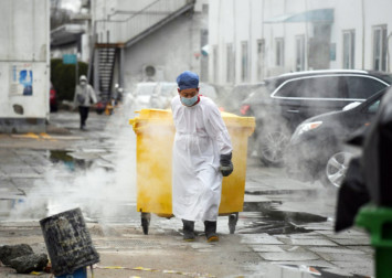 Coronavirus: China toll leaps past 1,600 as first death reported outside Asia