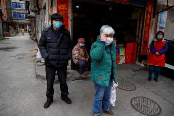 China to allow in US health experts as virus shows no sign of slowing