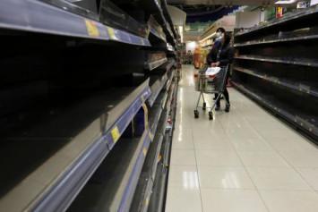 Fearing coronavirus, Hong Kong residents stock up on food, essentials