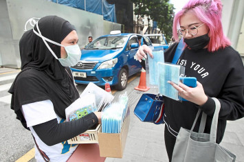Wuhan virus: Pharmacies in Johor Bahru running out of face masks