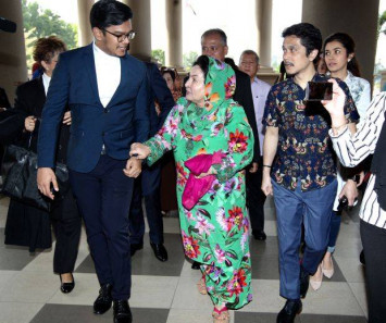 Najib Razak's wife Rosmah Mansor turns up for graft trial with ambulance in tow