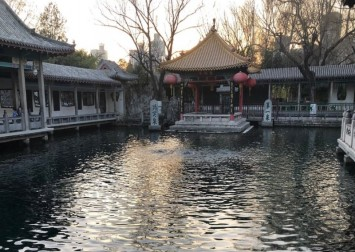 'Lucky' coins that visitors throw into Chinese spring risk polluting the water, staff warn