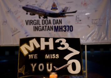 Ship hired to find MH370 arrives in search zone