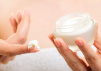 Buyers in China turn to skin care products based on TCM
