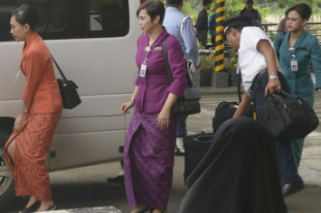 Aceh orders all female flight crews landing in the region to wear hijab