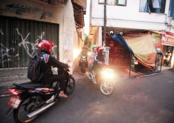 Google Maps blamed for clogged alleyways