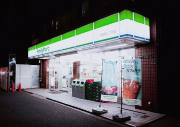 Convenience store chain denies selling expired food