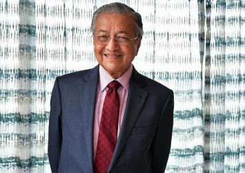Mahathir refutes claim Pakatan Harapan gives out money to woo voters