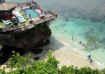Bali beaches closed amid bad weather