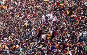 Philippine Catholics swarm Black Nazarene statue hoping for miracle