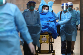 China coronavirus: Death toll doubles as Hong Kong reports its first cases