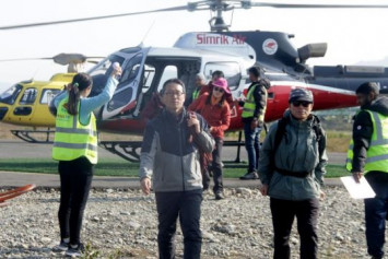 Heavy snow hampers search for missing South Korean, Nepal trekkers