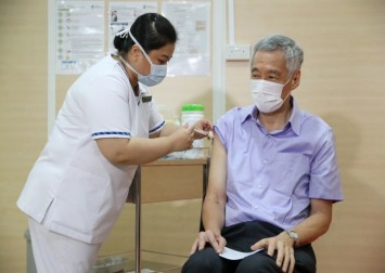 PM Lee takes Covid-19 vaccine publicly to show Singaporeans it's safe