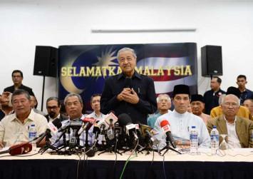 Mahathir, Anwar named chairman, de facto leader of Pakatan Harapan