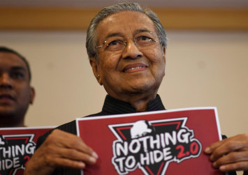 Mahathir dares Najib to attend town hall meeting on 1MDB