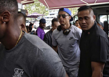Frenzy at Thomson Medical Centre as Cristiano Ronaldo visits Peter Lim and family